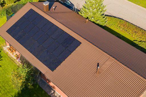 aurinkopaneelit oomista