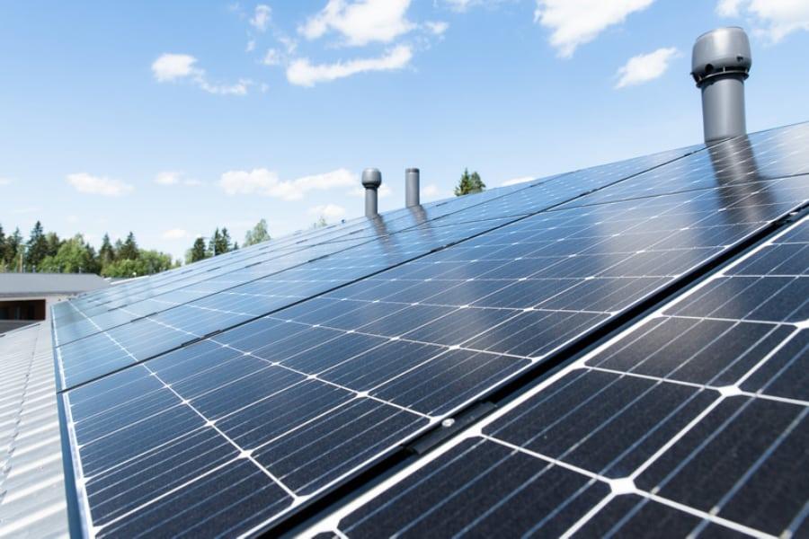 Oomi Energia toimittaa aurinkovoimaloita noin 40 S-ryhmän kohteeseen ympäri Suomen. Sopimus on solmittu S-ryhmän sähkönhankinnasta huolehtivan S-Voima Oy:n kanssa. Sopimus jatkaa jo vajaa vuosi sitten hyvin alkanutta yhteistyötä Oomi Energian osakasomistajan Oulun Energian kanssa. #oomienergia #aurinkoenergia Lue koko uutinen tästä linkistä:  https://lnkd.in/gXfrjqE