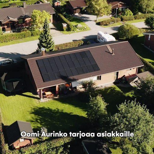 Oma aurinkosähköjärjestelmä on konkreettinen teko puhtaamman luonnon puolesta, sillä se on yksi ympäristöystävällisimmistä sähköntuotantomuodoista. 👍 Tuottaessasi itse osan sähköstä aurinkopaneeleilla olet omavaraisempi myös sähkön siirtohintojen noustessa! Oomilta saat juuri sinun tarpeisiisi optimoidun aurinkopaneelipaketin avaimet käteen -toimituksena. Se on meistä vain reilua! Tutustu aurinkosähköön ja lue lisää aurinkopaneelipaketeistamme: https://oomi.fi/aurinkopaneelit/