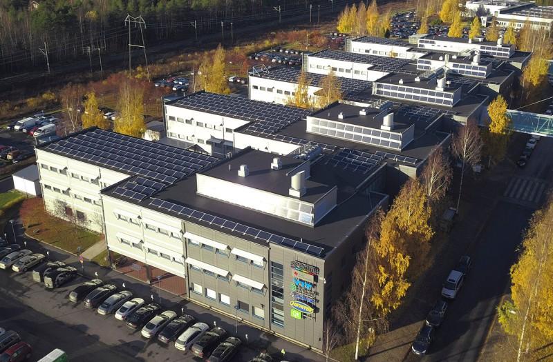 """Katot soveltuvat erittäin hyvin uusiutuvan energian kapasiteetin kasvattamiseen. """"Uusiutuvan energian käyttö tukee osaltaan hyvin tavoitettamme kiinteistöjen hiilineutraalista energiankäytöstä vuoteen 2030 mennessä"""", kiittelee Technopoliksen konseptikehitys- ja vastuullisuuspäällikkö Johanna Kivelä.Lue lisää: https://lnkd.in/eRBmHkg"""